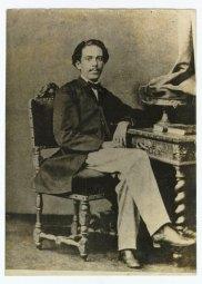 Machado de Assis em 1864. Fotografia de Joaquim José Insley Pacheco (1830-1912). Arquivo da Academia Brasileira de Letras, http://www.academia.org.br