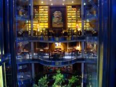 Celebrity Solstice. Atrium. Foyer. Library. Card Room Tom Mascaro  Flickr  25/janeiro/2009
